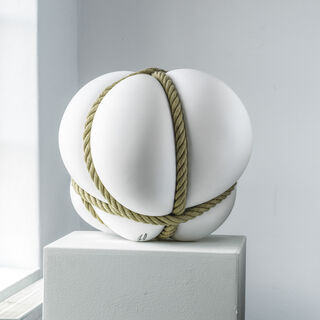 "Skulptur ""BONDAGE Weiß"" (2020), Porzellan"
