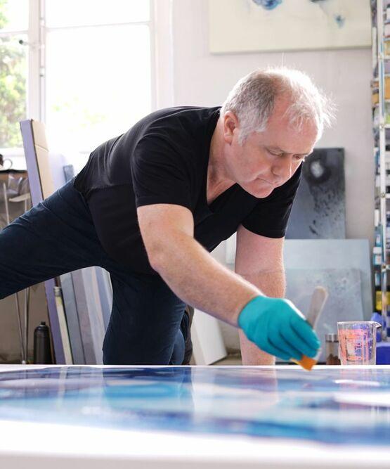 Der Künstler Fintan Whelan bei der Arbeit